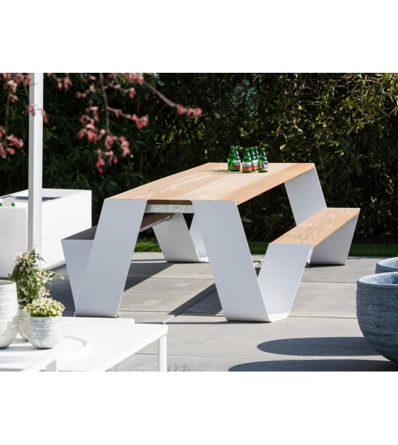 Hopper Picnic Extremis Table