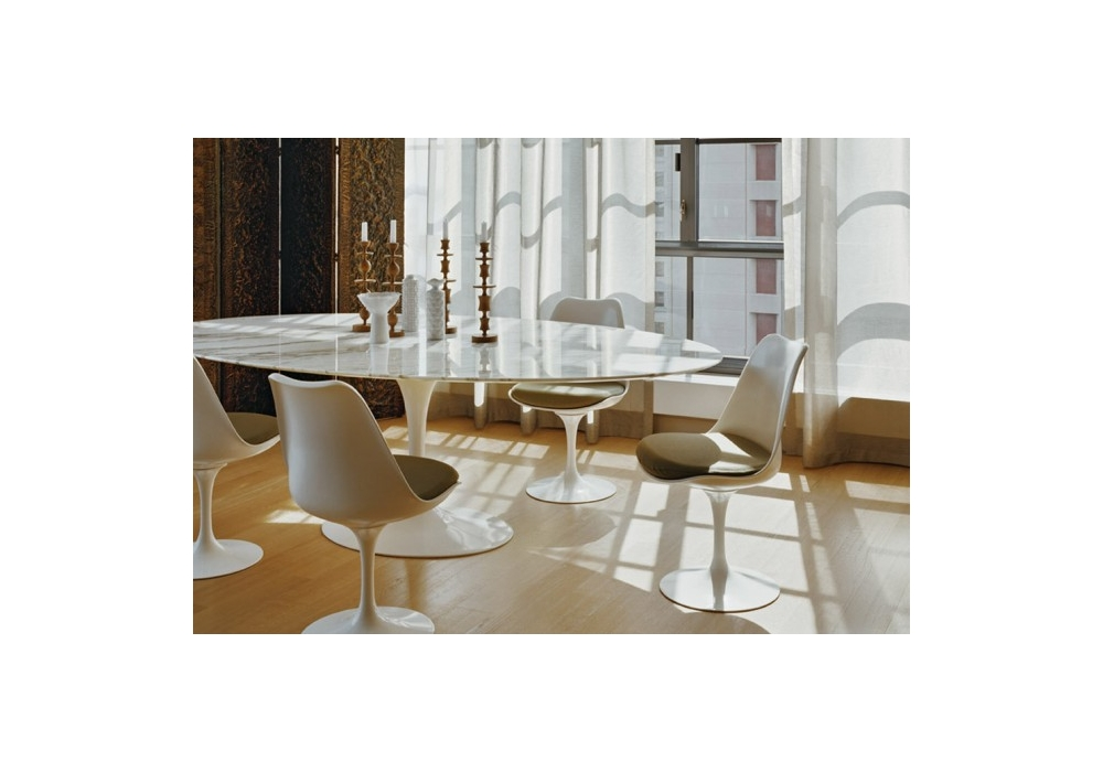 Saarinen oval table wood knoll milia shop for Table knoll ovale marbre blanc