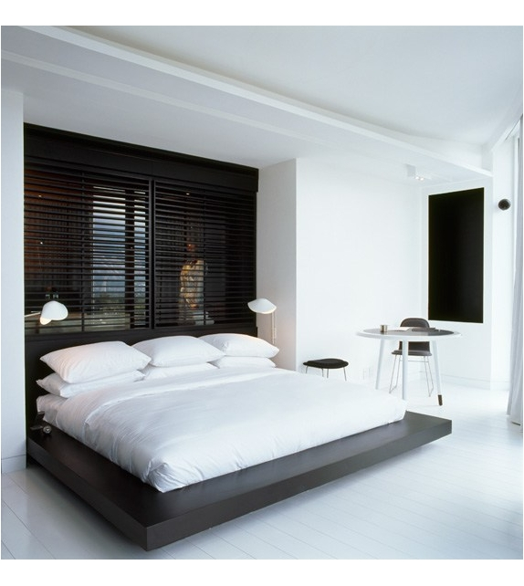 petite applique de chevet antony serge mouille milia shop. Black Bedroom Furniture Sets. Home Design Ideas