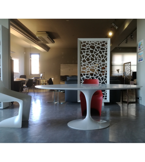 Saarinen Oval Tisch aus Holz Knoll