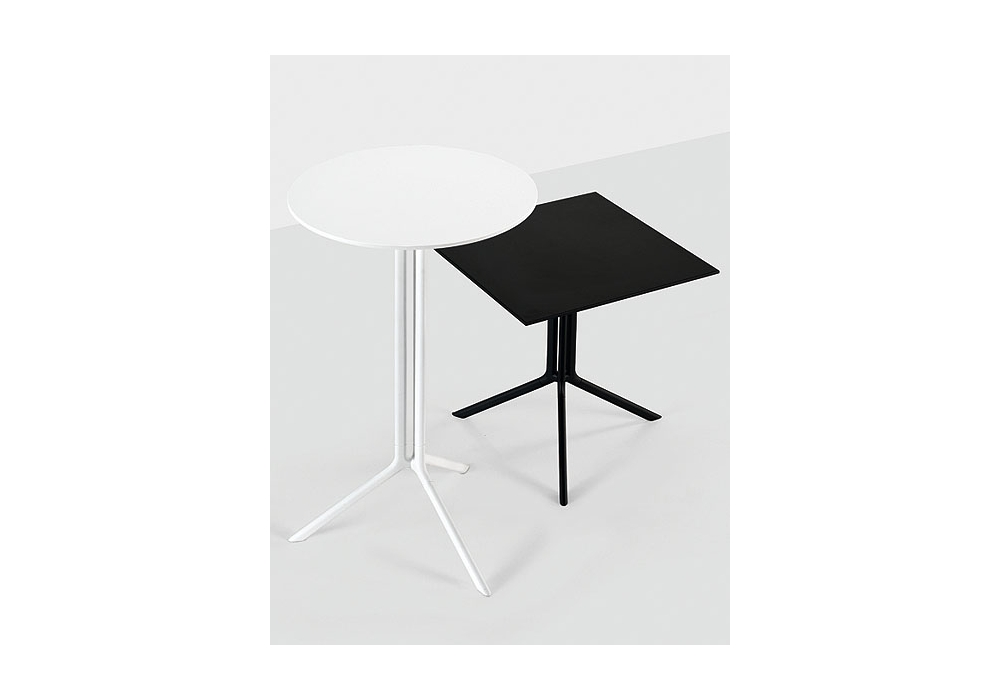Poule square table kristalia milia shop for Table kristalia