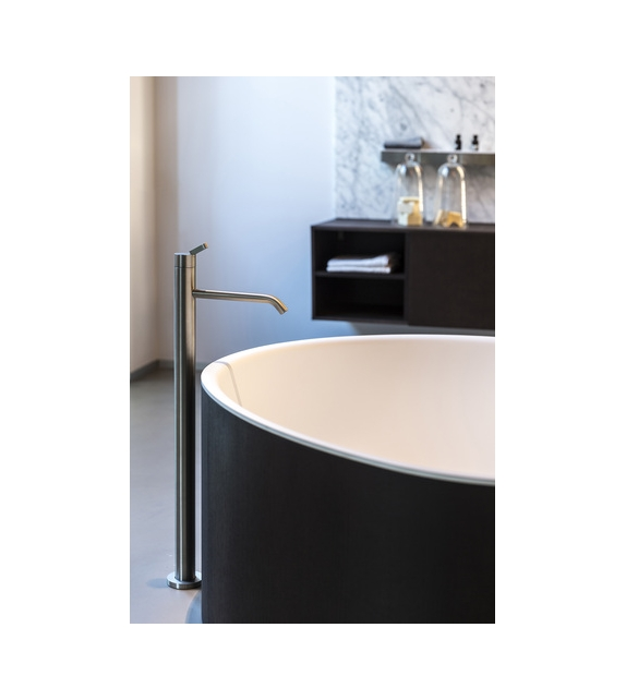 Square Agape Mounted Bathtub Tap