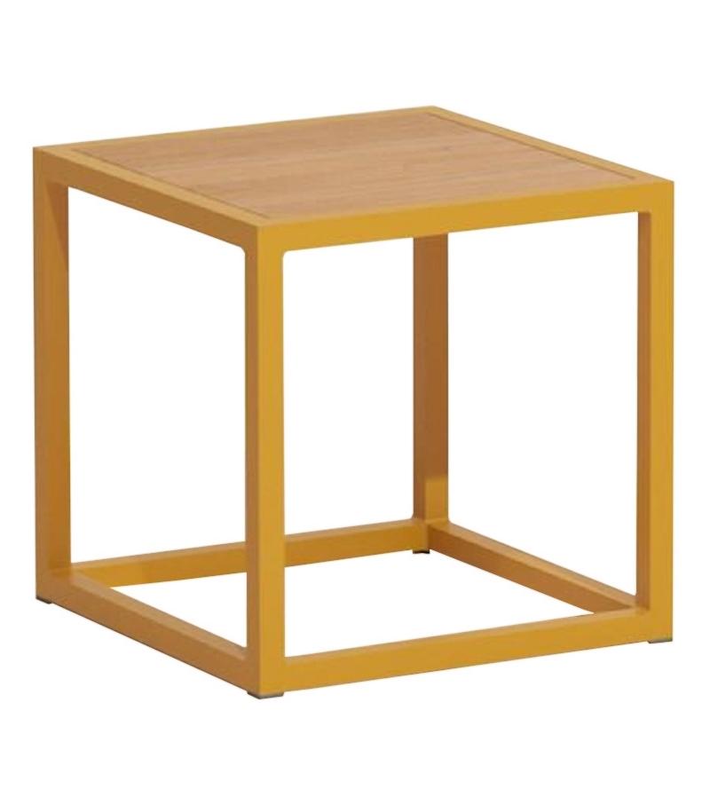 Landscapes kettal table d 39 appoint avec plateau en teak for Table d appoint exterieur