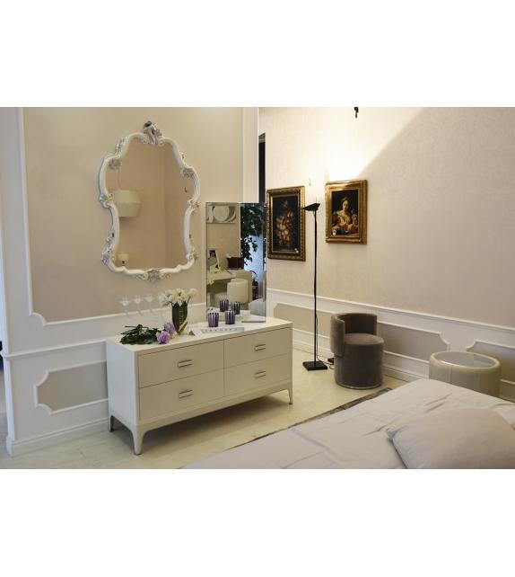 in ausstellung dorian rugiano kommode mit spiegel milia shop. Black Bedroom Furniture Sets. Home Design Ideas