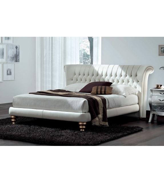 Nicoline Royal Bed