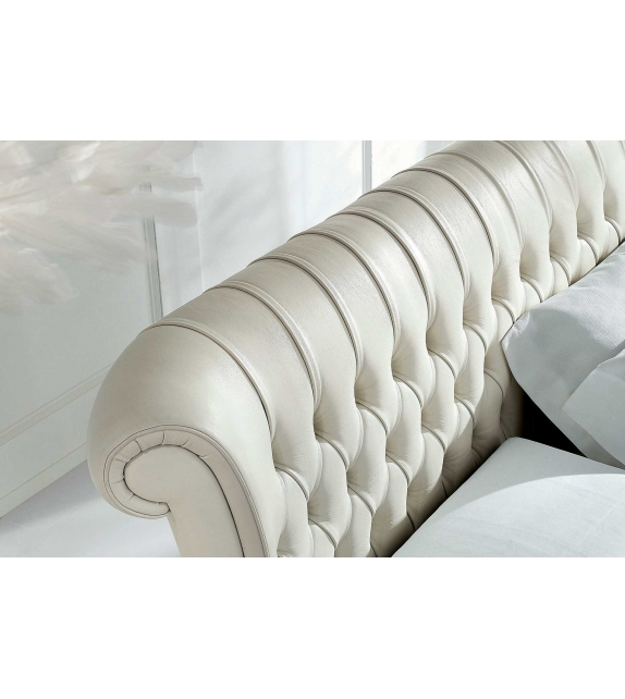 Nicoline Windsor Bed