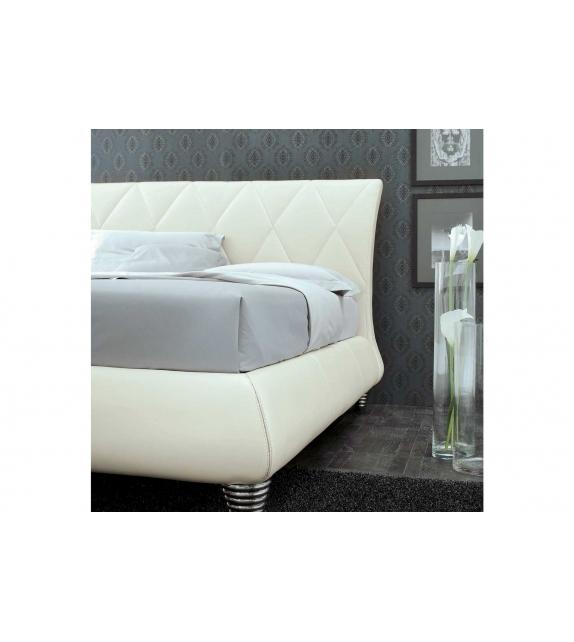 Nicoline Tiffany Bed
