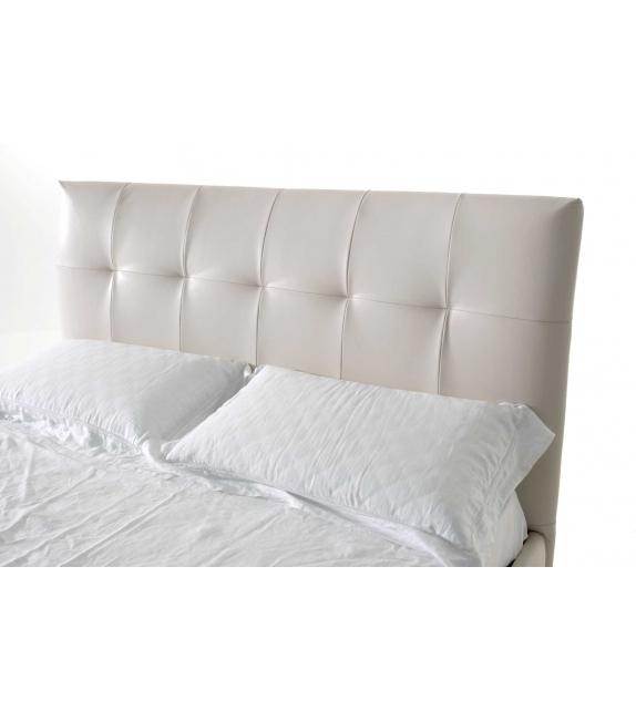 Nicoline Bloom Bed