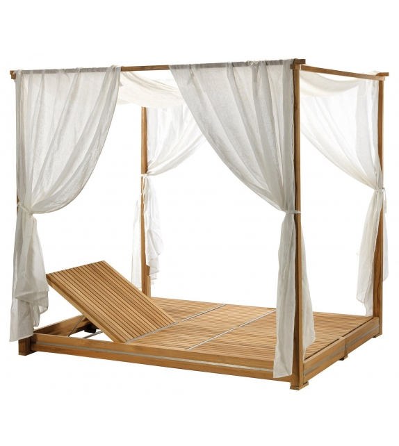 Essenza Ethimo Lounge Bed with Curtains