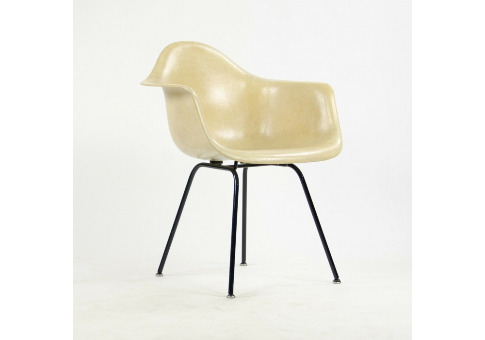 Eames Fiberglass Armchair DAX Vitra - Milia Shop