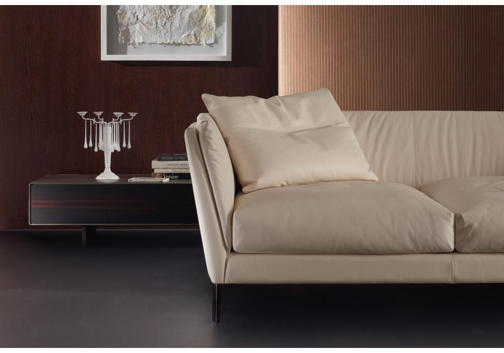 bretagne 3 seater sofa poltrona frau milia shop. Black Bedroom Furniture Sets. Home Design Ideas