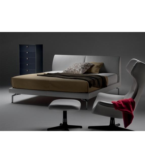 eosonno lit poltrona frau milia shop. Black Bedroom Furniture Sets. Home Design Ideas