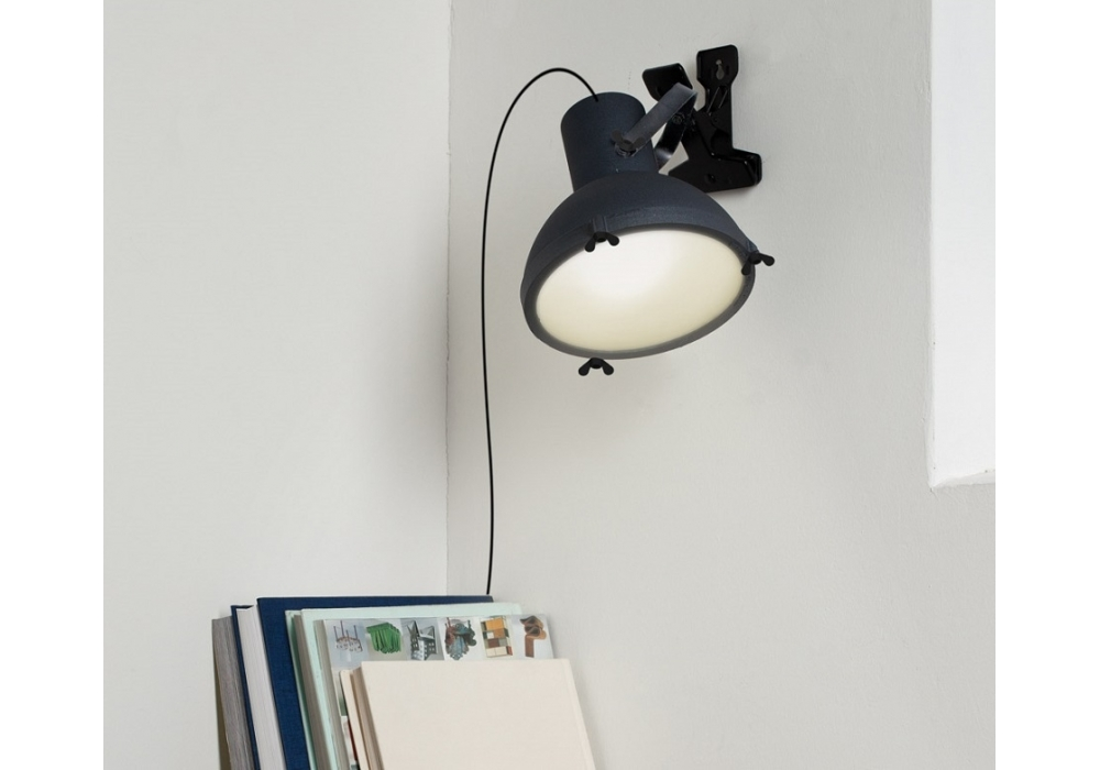 projecteur 165 lampe avec pince nemo milia shop. Black Bedroom Furniture Sets. Home Design Ideas