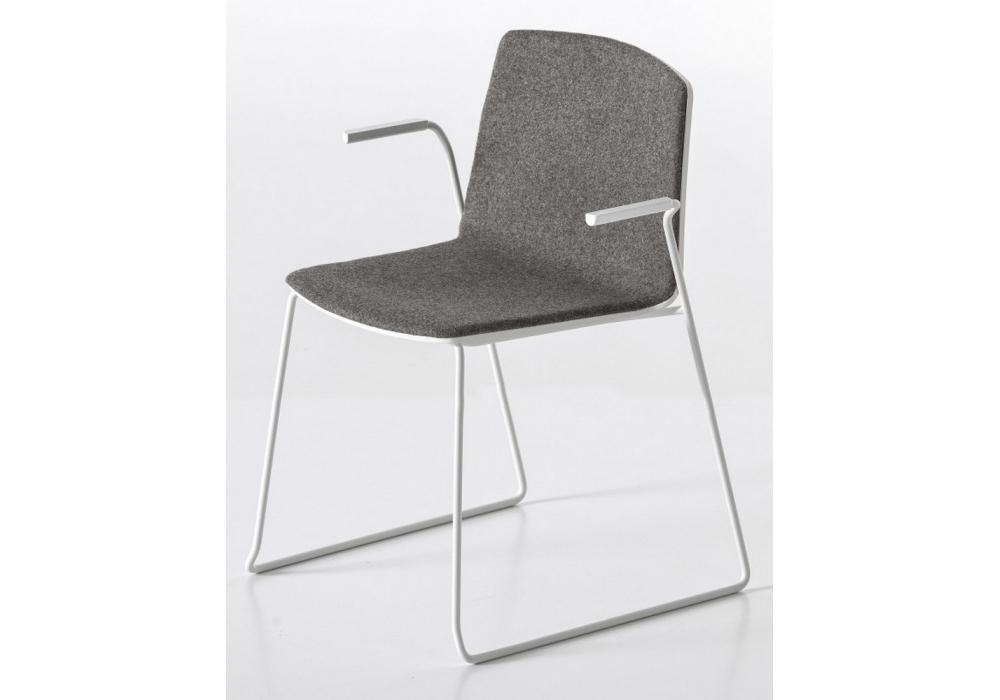 Rama kufen stuhl bedeckt mit armlehnen kristalia milia shop for Design stuhl mit kufen
