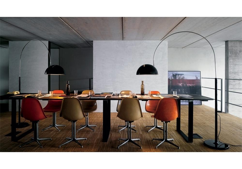Coup lampada da terra ad arco oluce milia shop for Lampade da tavolo per ufficio