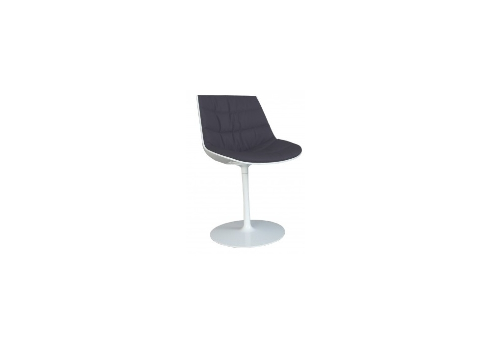 flow chair chaise rembourr e avec pied central mdf italia. Black Bedroom Furniture Sets. Home Design Ideas