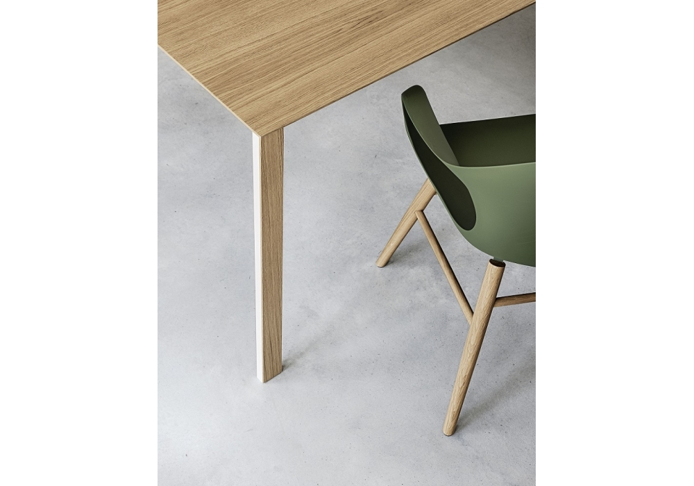 thin k fester tisch aus holz kristalia milia shop. Black Bedroom Furniture Sets. Home Design Ideas