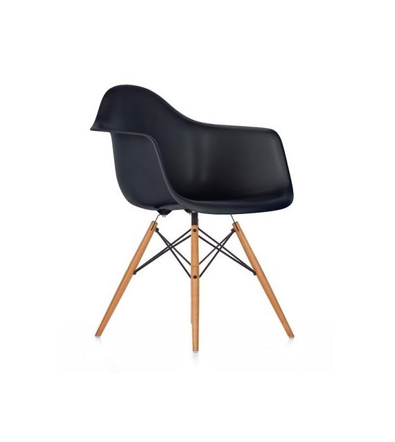 Eames Plastic Armchair Daw