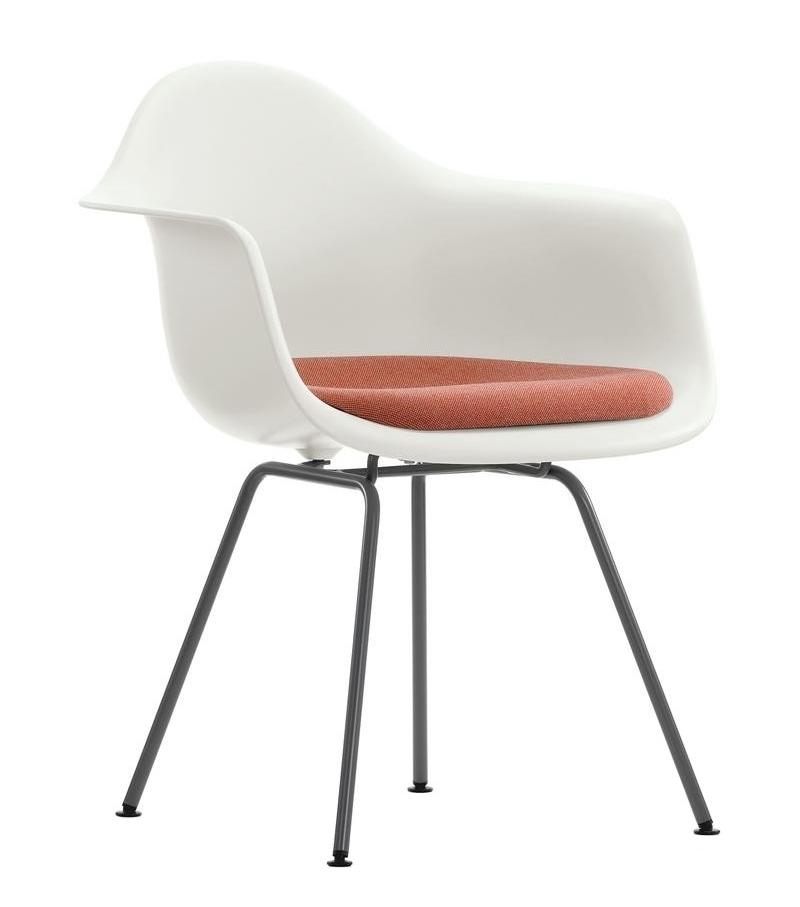 Eames plastic armchair dax poltrona con cuscino vitra for Poltrone vitra