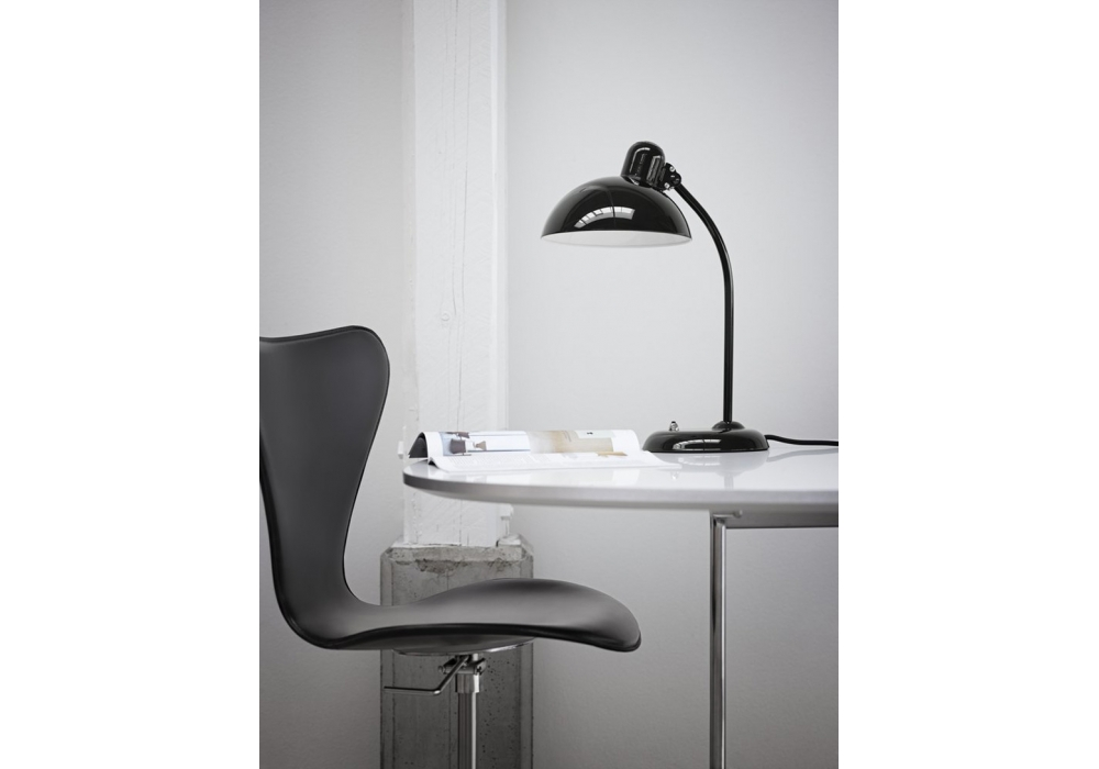 kaiser idell lampe de table fritz hansen milia shop. Black Bedroom Furniture Sets. Home Design Ideas