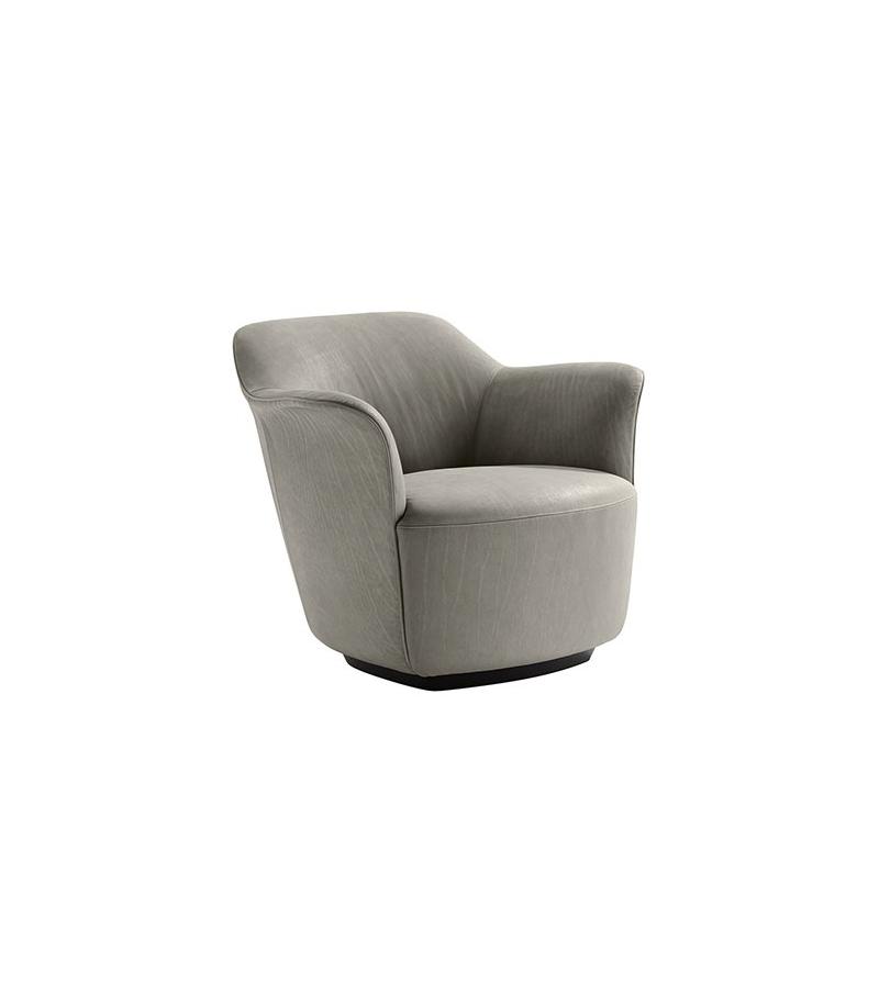 Aida armchair poltrona frau milia shop for Chaise longue poltrona