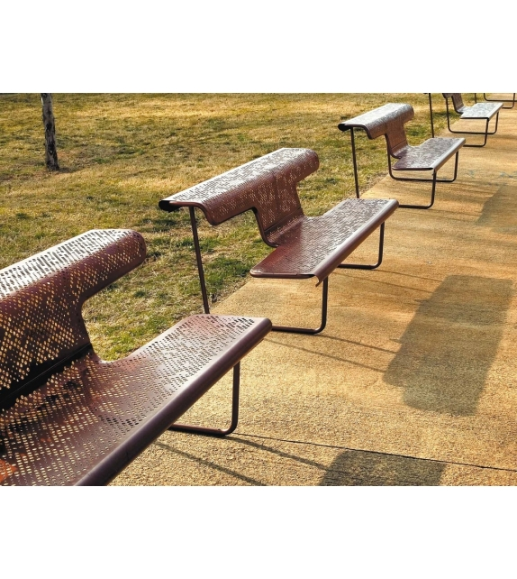 The Poet - The Swiss Benches BD Barcelona Design