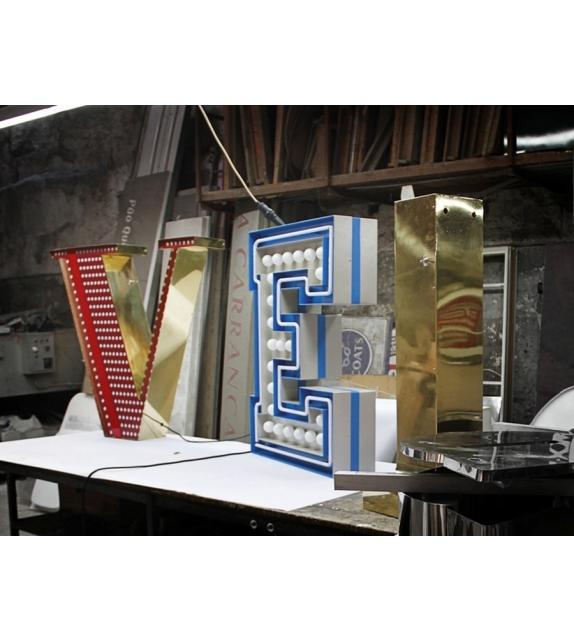 Graphic Collection ‐ Letter V LED Lamp DelightFULL