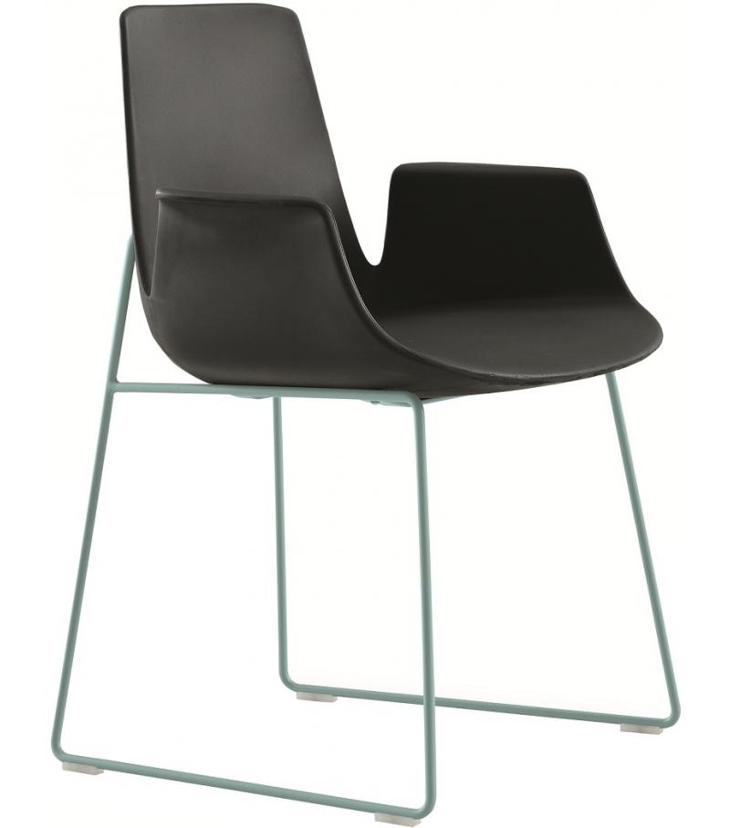 Ventura Stuhl mit Kufengestell und Armlehnen Poliform