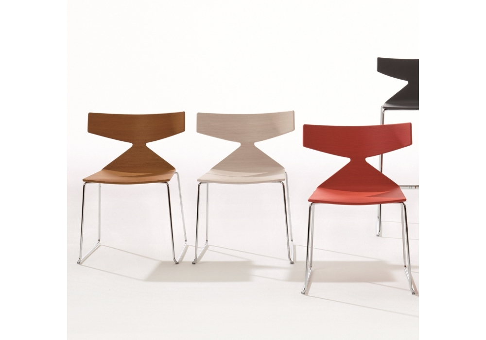 saya arper chaise avec traineau milia shop. Black Bedroom Furniture Sets. Home Design Ideas