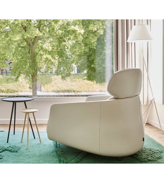 okura ligne roset sessel mit hoher r ckenlehne milia shop. Black Bedroom Furniture Sets. Home Design Ideas