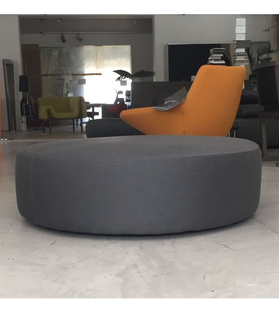 in esposizione harry b b italia pouf milia shop. Black Bedroom Furniture Sets. Home Design Ideas