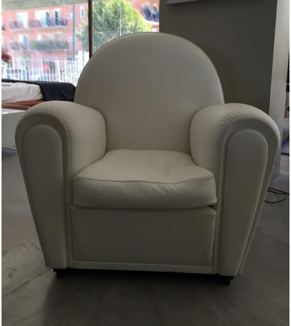 in ausstellung vanity fair sessel poltrona frau milia shop. Black Bedroom Furniture Sets. Home Design Ideas