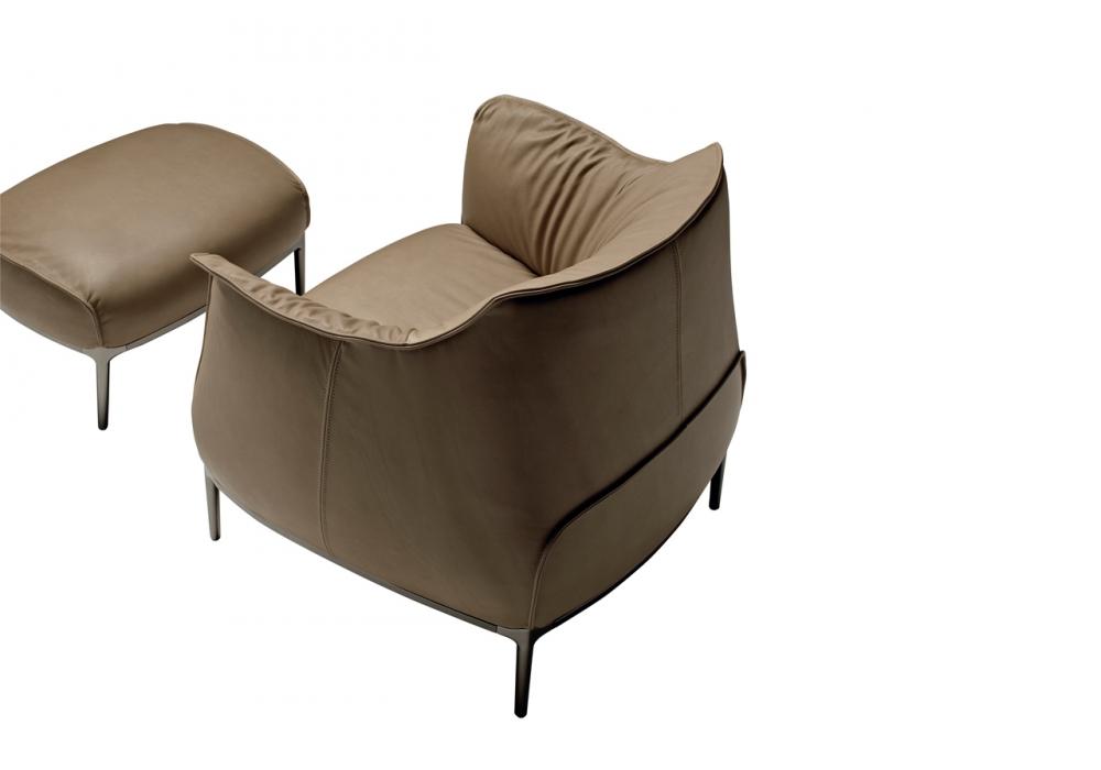 Archibald armchair poltrona frau milia shop for Chaise longue poltrona
