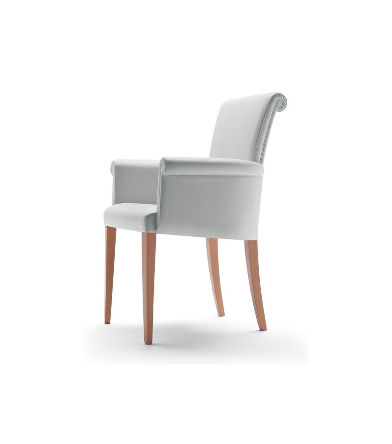 Vittoria armchair poltrona frau milia shop for Chaise longue poltrona